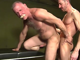 threesome cumshot