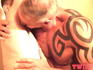 old+young blowjob gay daddy